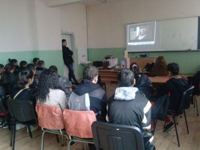 Час на класа с председателят на Местната комисия за борба с трафик на хора