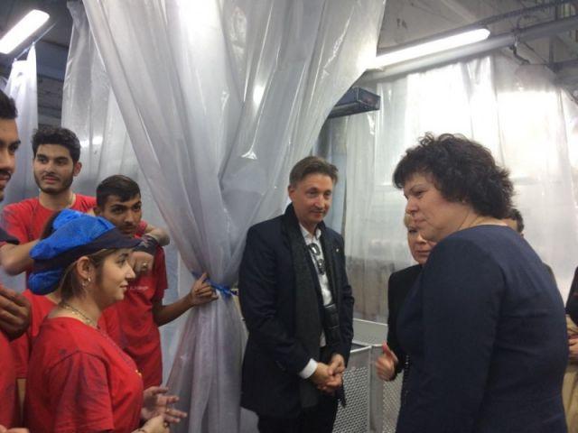 """Посещение на заместник-министъра на образованието и науката Таня Михайлова във фирма """"Е. Миролио"""" ЕАД – гр. Сливен"""