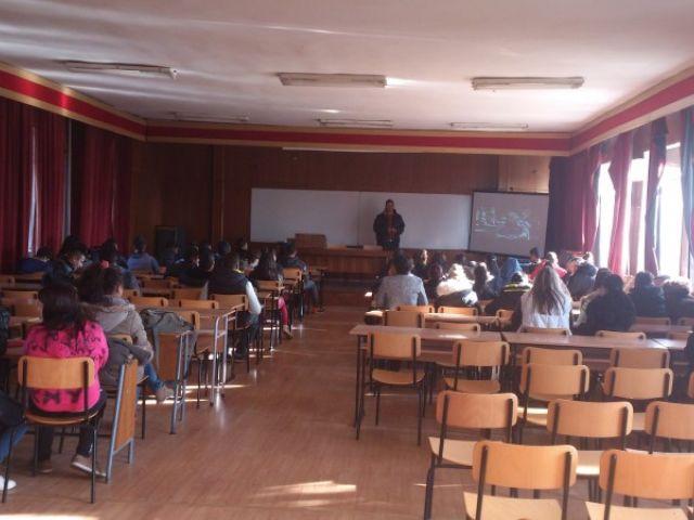 Среща между учениците на гимназията и г-н Петър Малинов