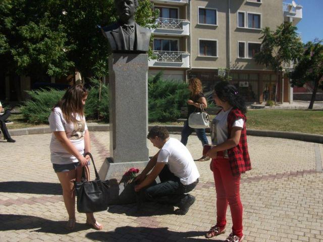 """Общоградското честване """"Спомен и цвете за Апостола"""""""